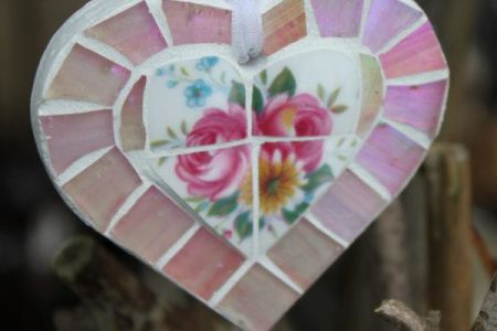 These simple, yet beautiful decorations are great fun, learn to make them in the '2.5 hour mosaic hearts' class at GoCreate in London.
