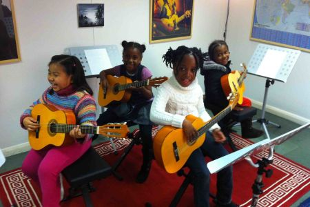 Beginners Group Guitar Lessons