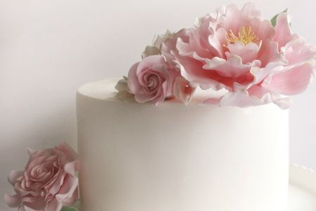 Create beautiful and delicious sugar flowers in this Rock Bakehouse class