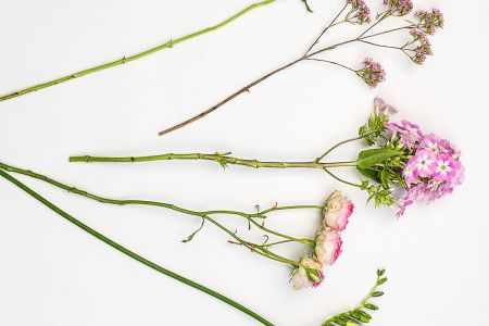 You will learn for 1 hour about how to arrange your flowers, tips and tricks and our professional floral stylists will pass on their insider knowledge.