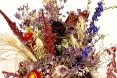 How to arrange beautiful dried flowers