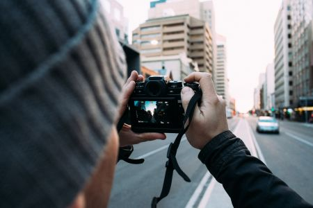 You will cover the theory of photography over a tea or coffee, which takes up to 45 minutes, then follows the hands-on, practical part for the other 2 hours.
