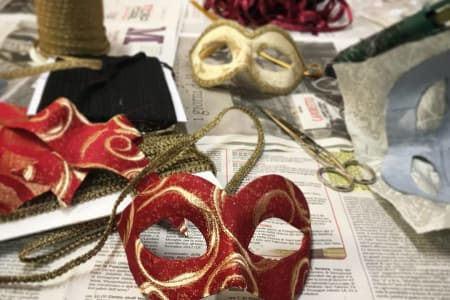 Decorate a Venetian papier-mache with fabric!