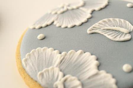 Brush Embroidery - Cake Decorating