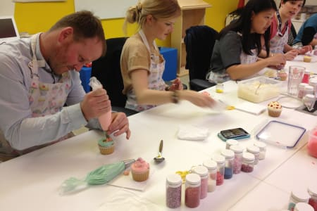 Group Cake Decorating Class