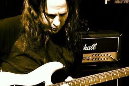 Advanced Rock Guitar Lessons with AxegrinderUK