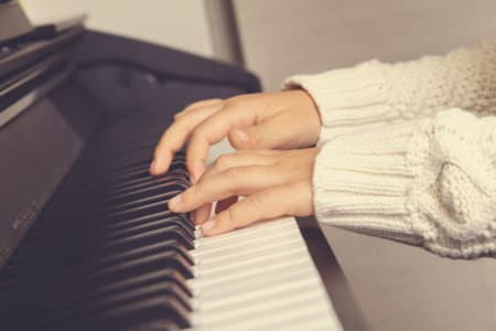 Beginners Classical Piano Lesson with Maria Grapsa (Children or Teenagers)