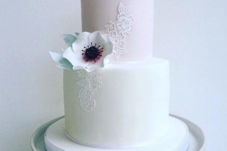 2-Tier Cake Decorating