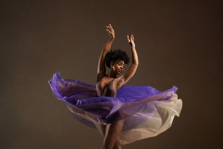 Ballet Masterclass with professional ballerina Isabela Coracy: Learn the First Solo from Swan Lake!