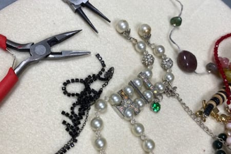Upcycled vintaged jewellery class