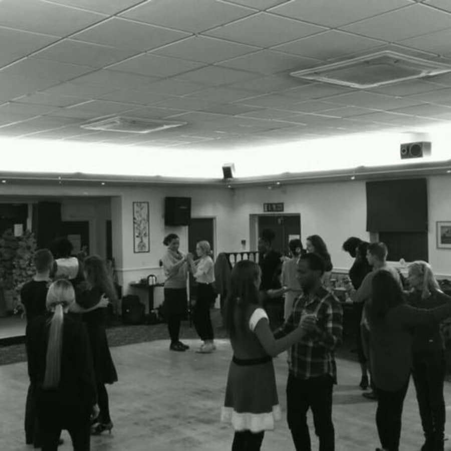 Salsa Classes for Intermediates by Salsamotion - dance in London