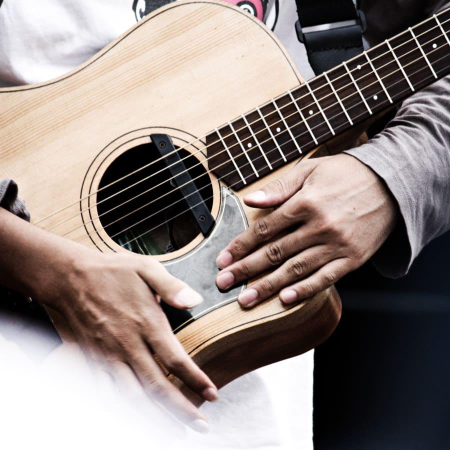 Acoustic Guitar Lessons by Kensington & Chelsea Guitar School - music in London