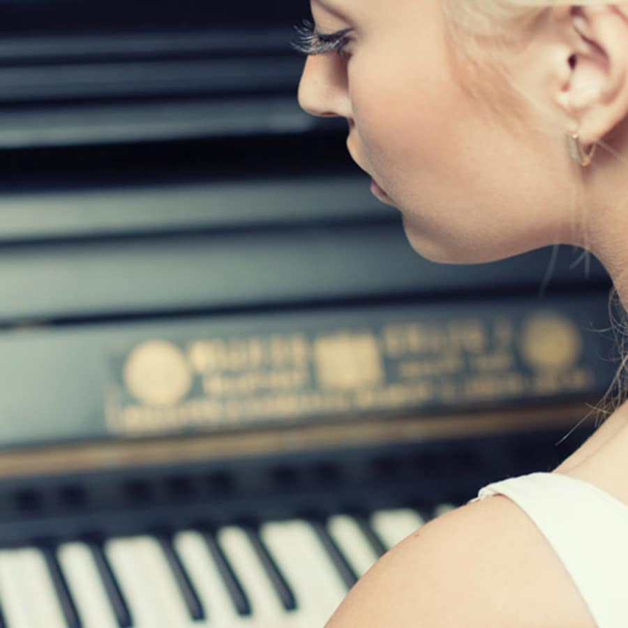 Beginners Piano Lessons by Tony Rath - music in London