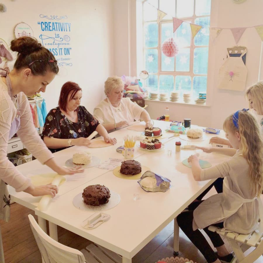 How to Decorate Cakes by Tea & Crafting - food in London