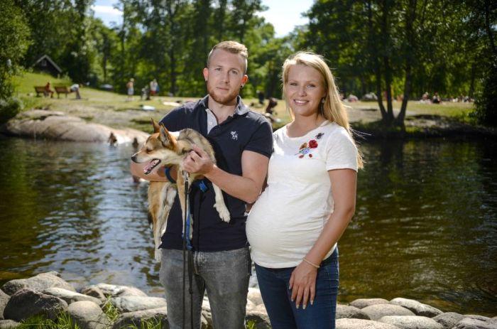 Bilde av et par og en hund på Frysja.