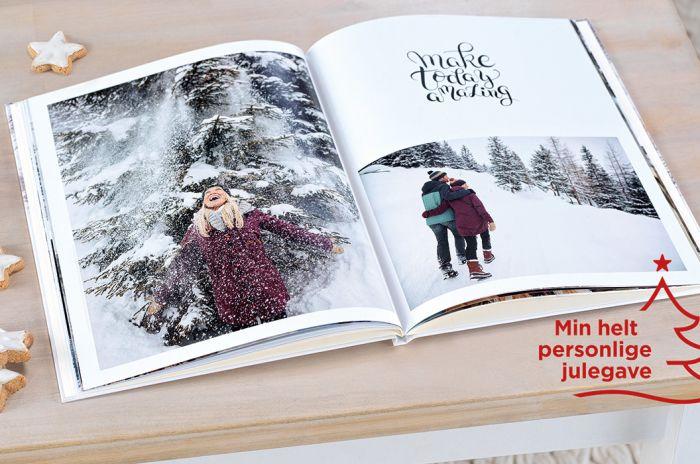 En åpen fotobok med bilder av mennesker i vinterlandskap
