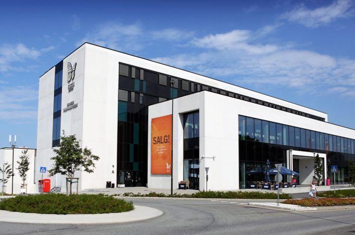 Bilde av fasaden på Tasta senter