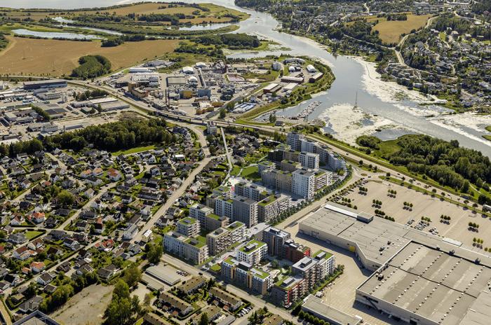 dronefoto av Lillestrøm og tomta til Kvarteret