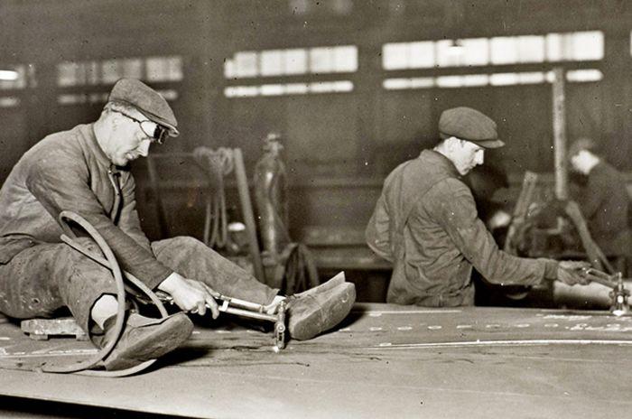 Bilde av to arbeidere på Kværner bruk