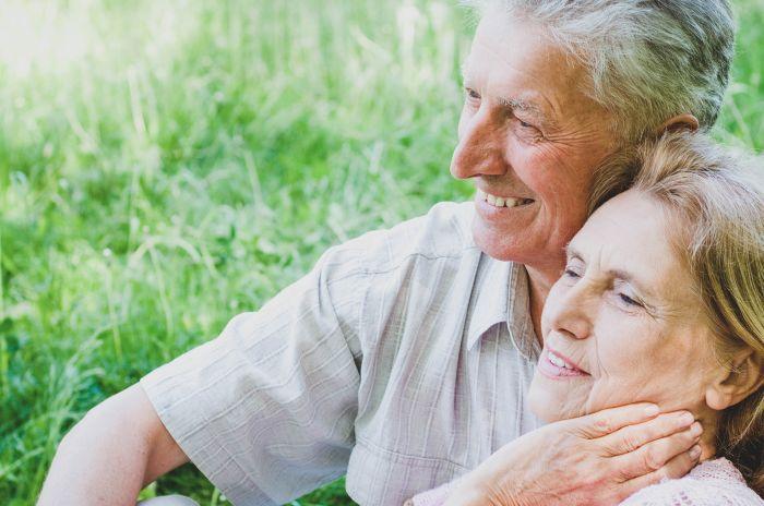 Seniorer som njuter av livet