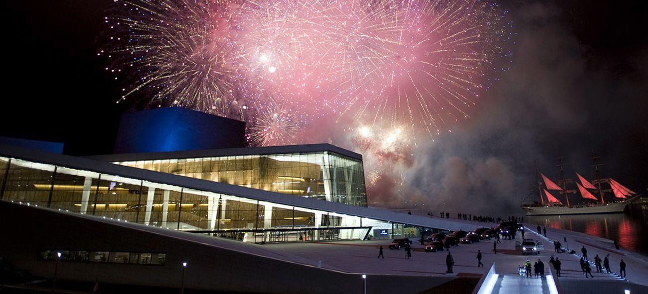Fyrverkeri over Operahuset i Oslo