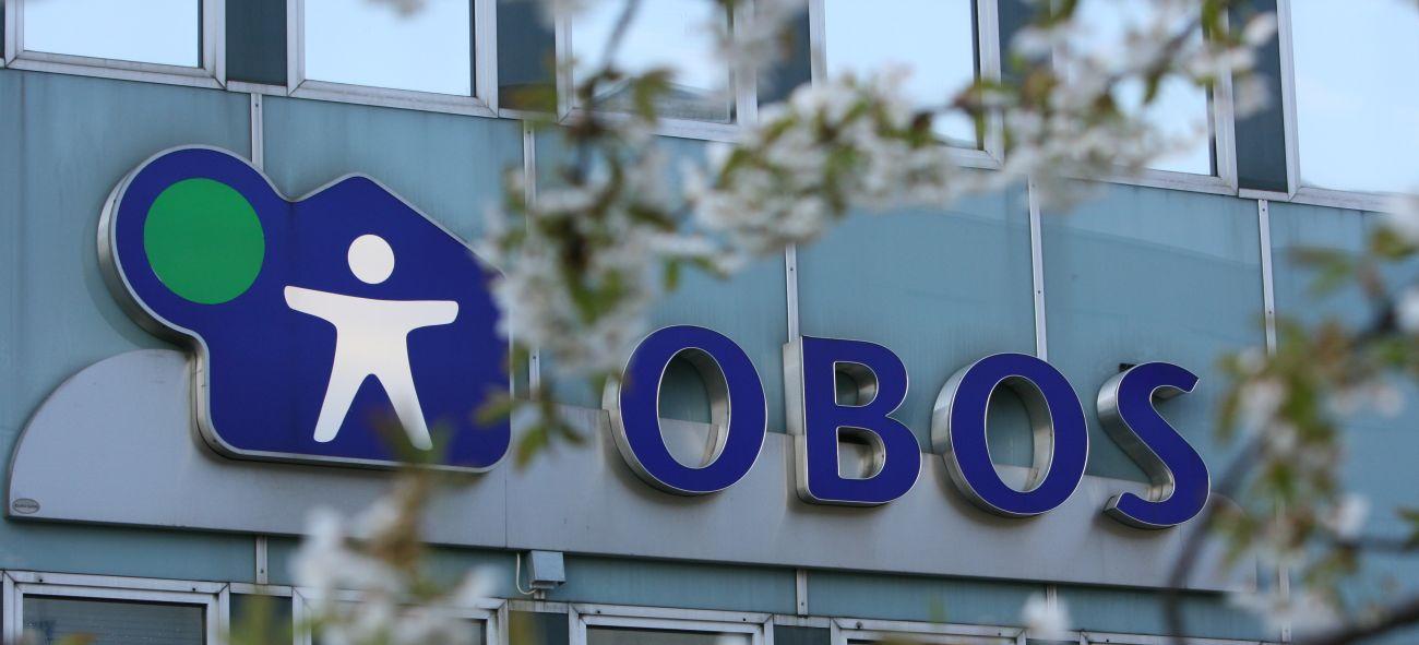OBOS fasadevegg på Hammersborg torg med logo