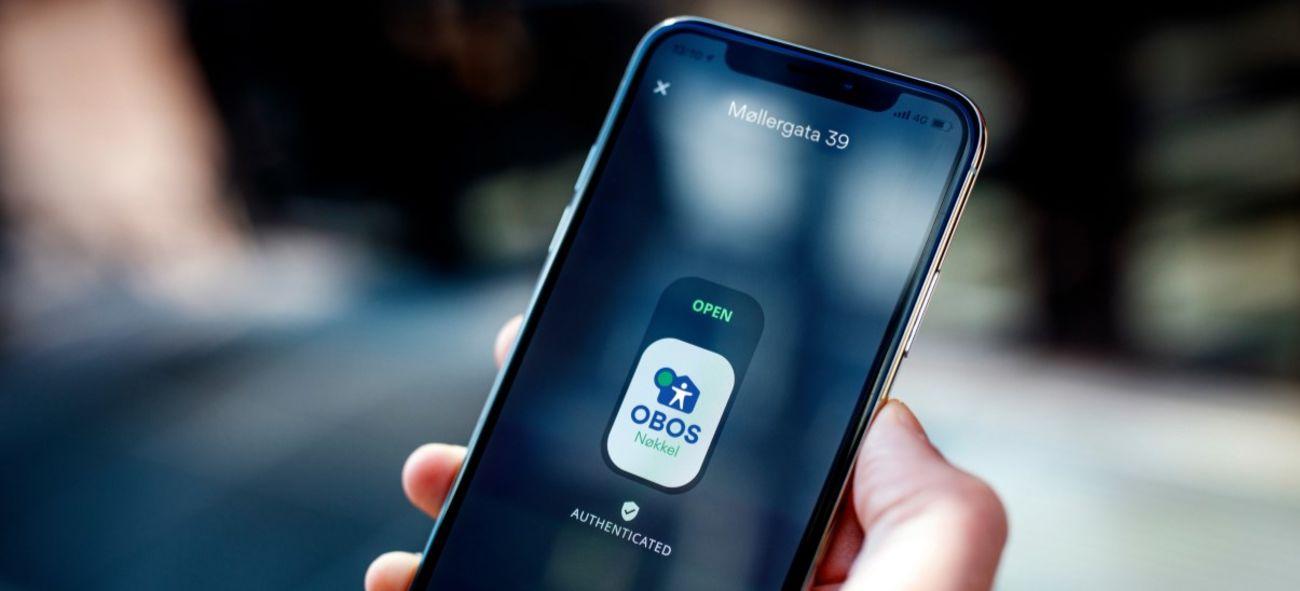 bilde av mobiltelefon med OBOS-nøkkel appen