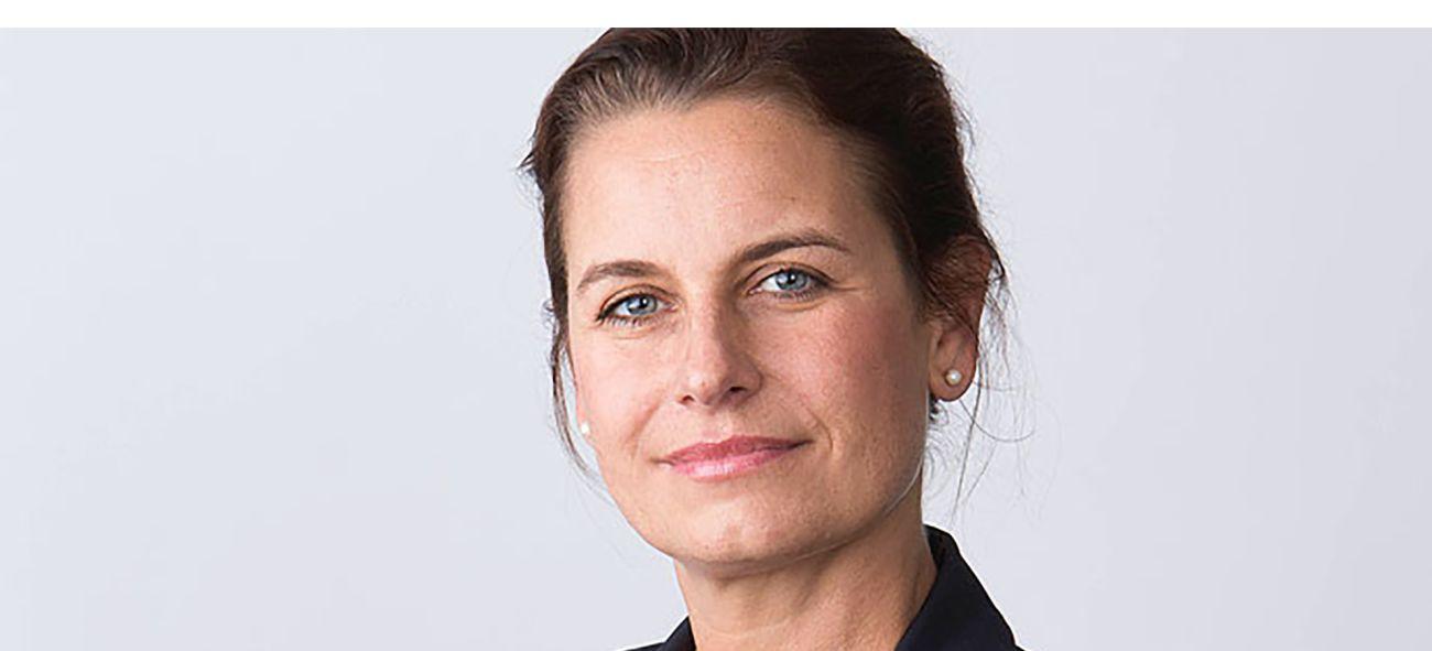 Närbild av Sofia Ljungdahl i svart kavaj