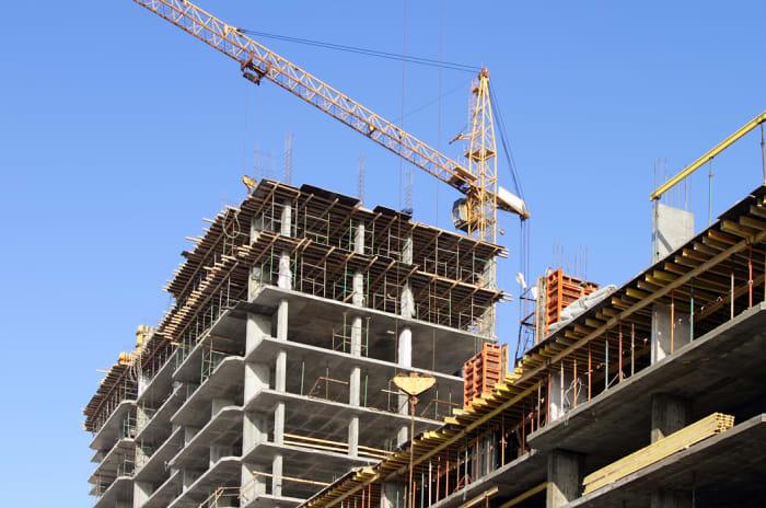 Byggeplass med kran