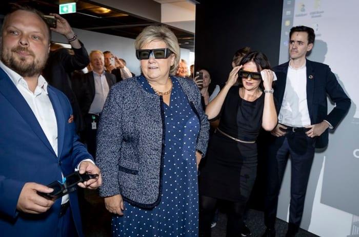 Bilde av Erna med VR-briller