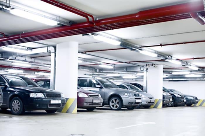 Bilde av biler i garasje