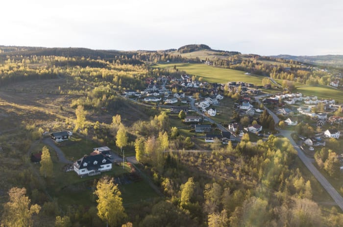 Dronefoto av Øverbylia nærmiljø