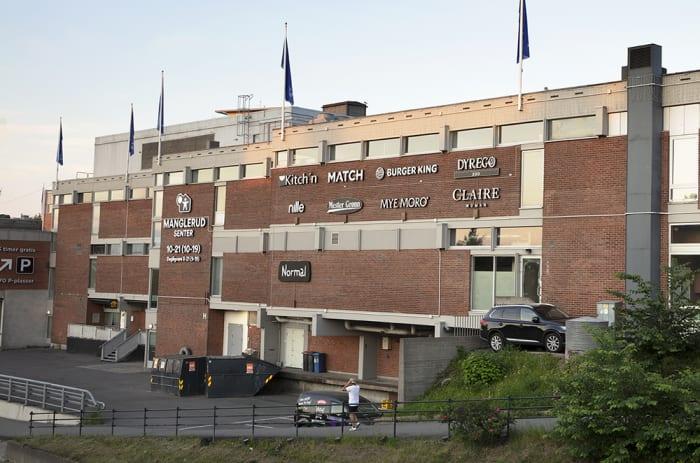 Bilde av Manglerus Senter fasade utendørs