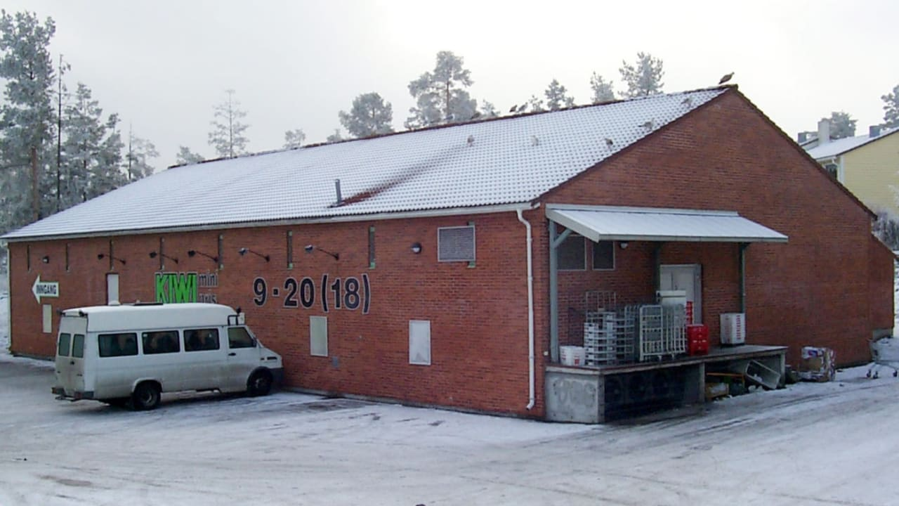 Bilde av Nordåsveien. Butikklokale i rød murstein og skråtak.