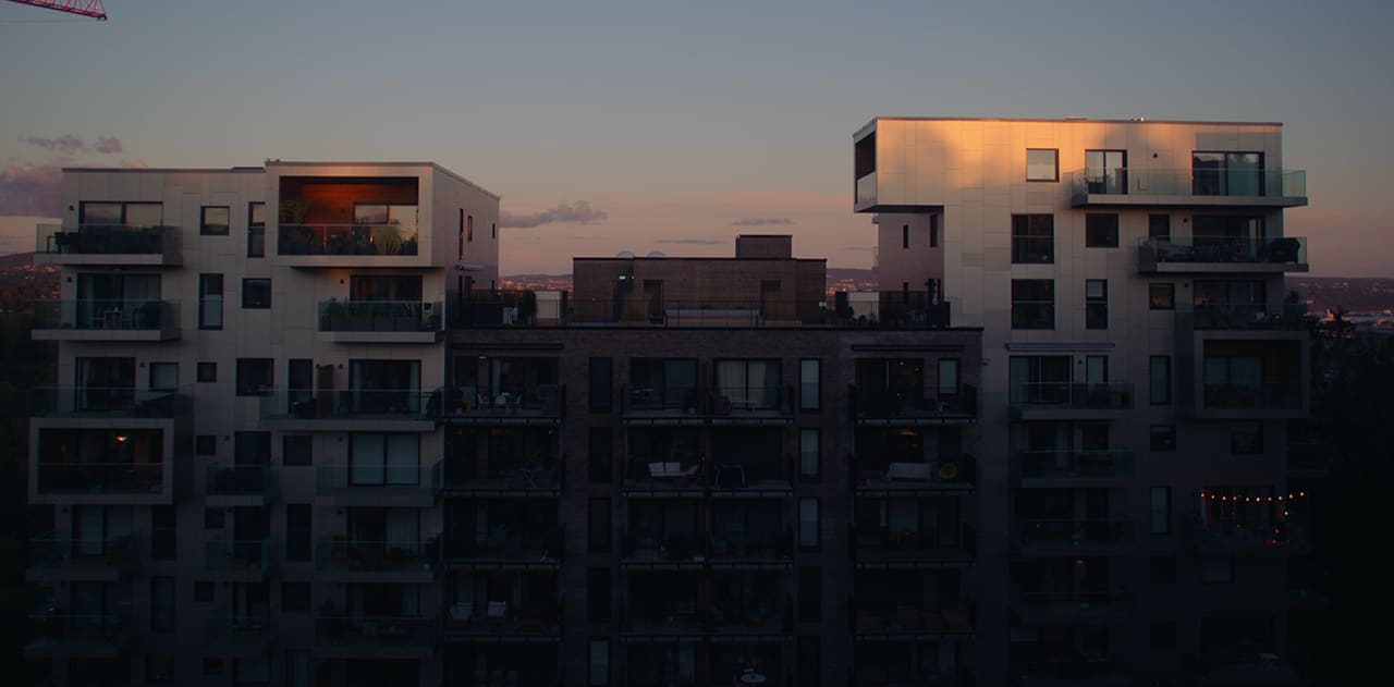 Boligprosjektet Røakollen i solnedgangen.