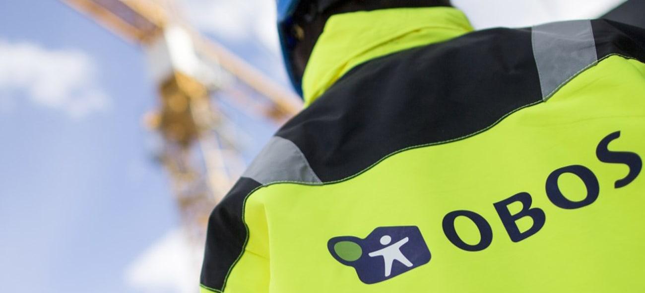 Bilde av mann i arbeidsjakke fra OBOS