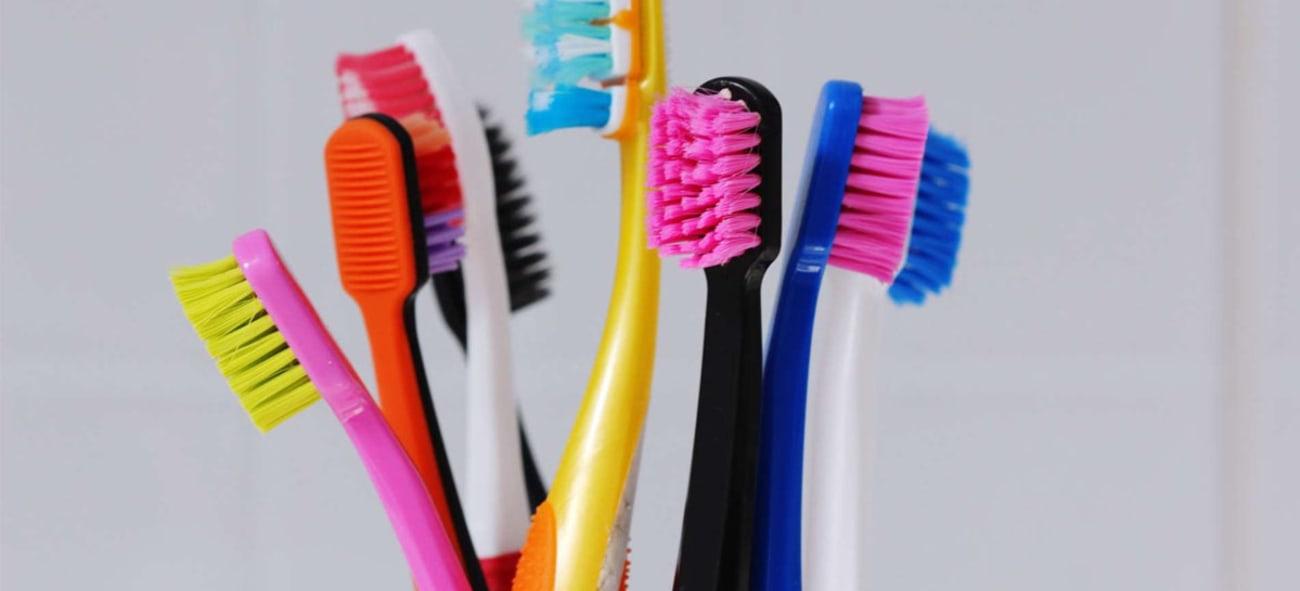 Bilde av fargerike tannbørster