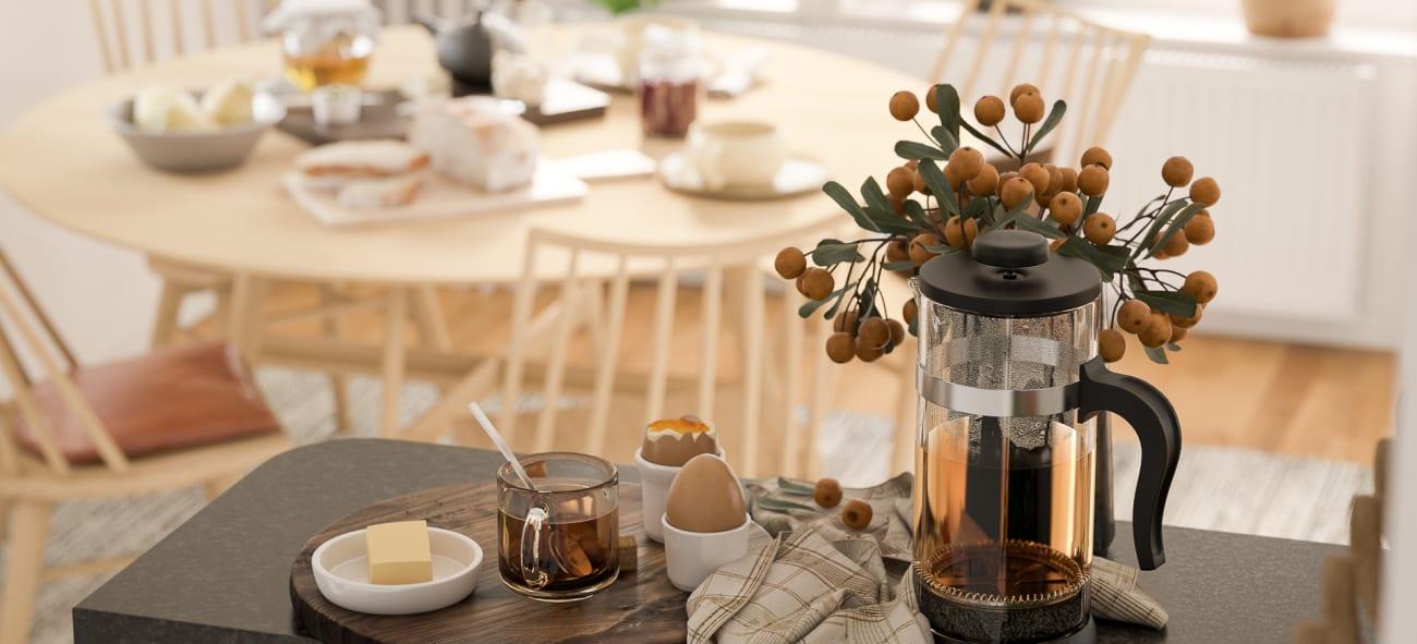 Te, ägg, smör och lite honung på ett fikabräde