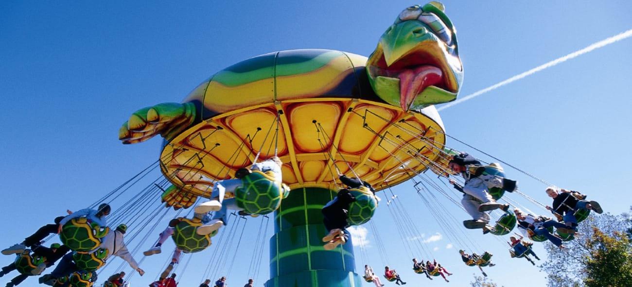 en karusell föreställande en sköldpadda på BonBonLanda i Danmark