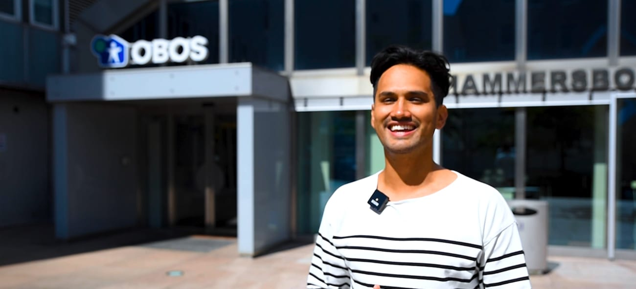 OBOS-ansatt Mario Vahos utenfor hovedkontoret.