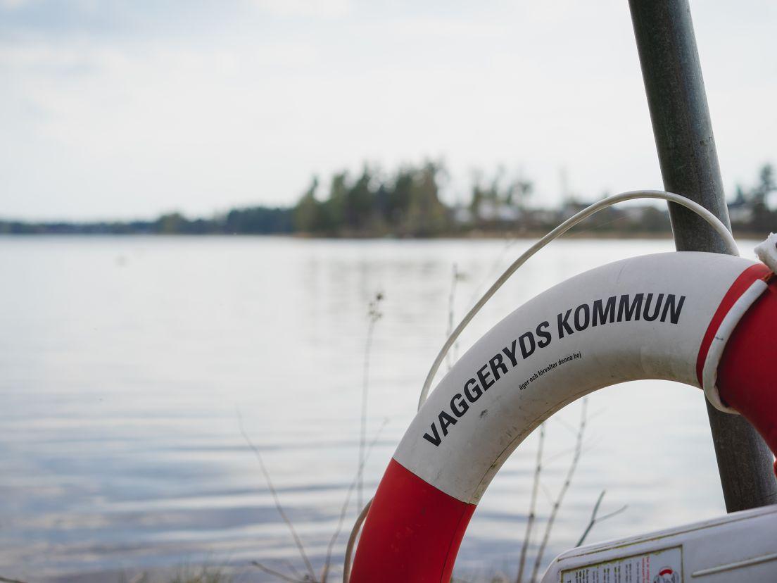 livboj framför en sjö