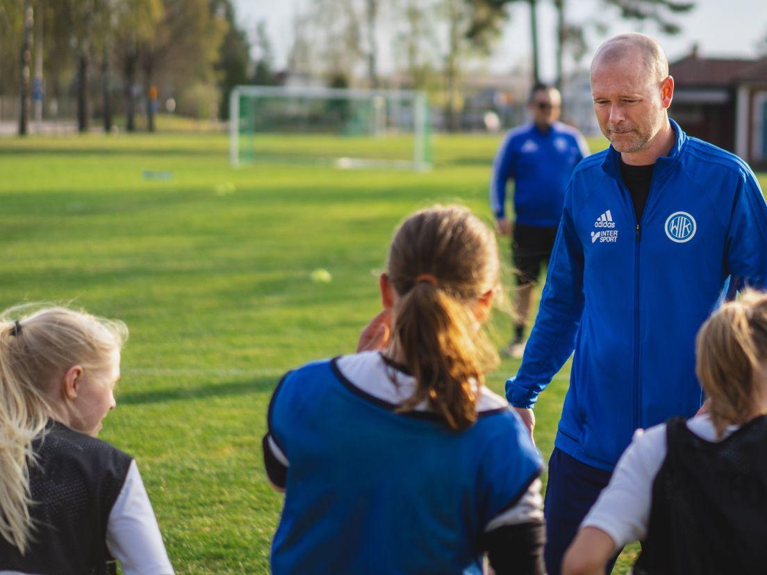 fotbollsträning för flickor