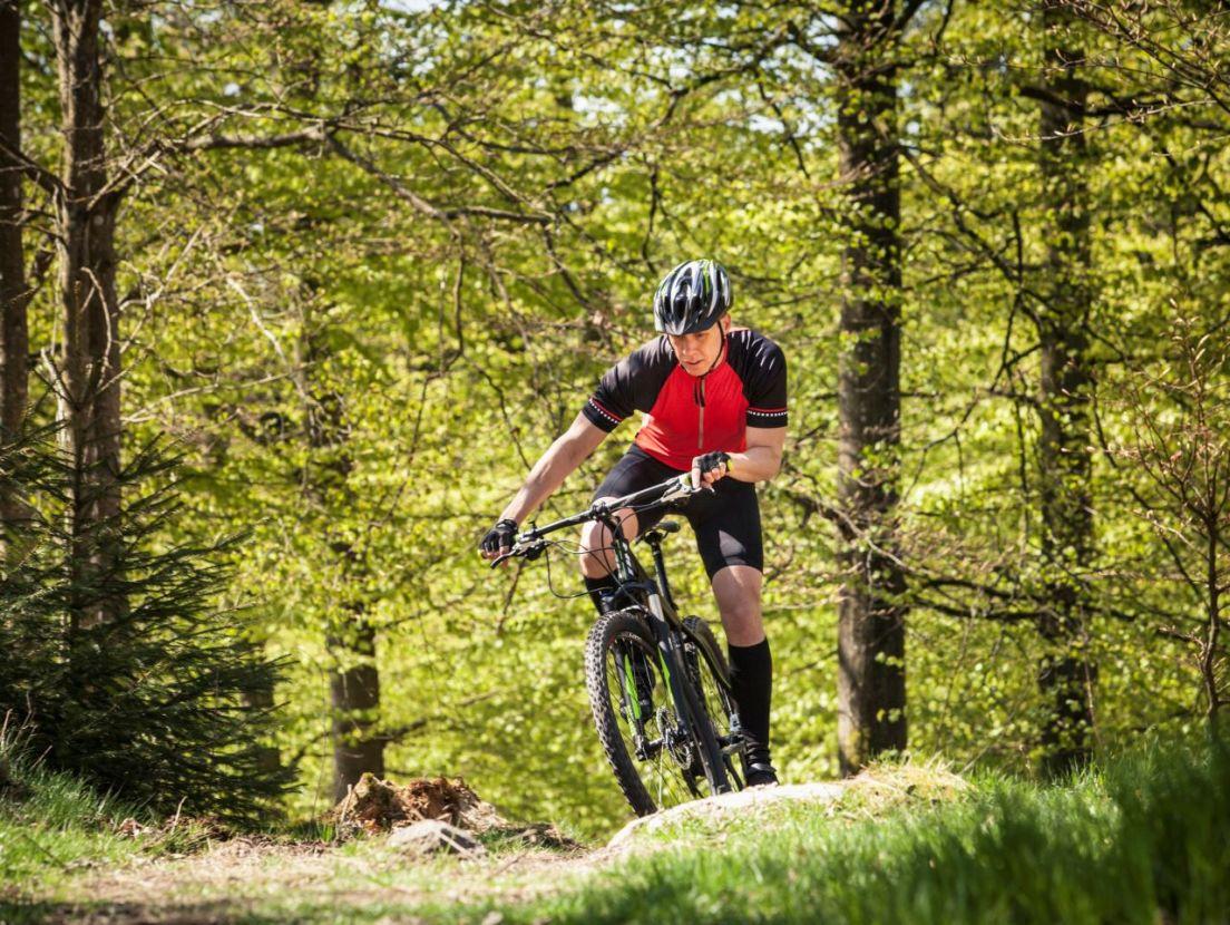 cyklist i naturen