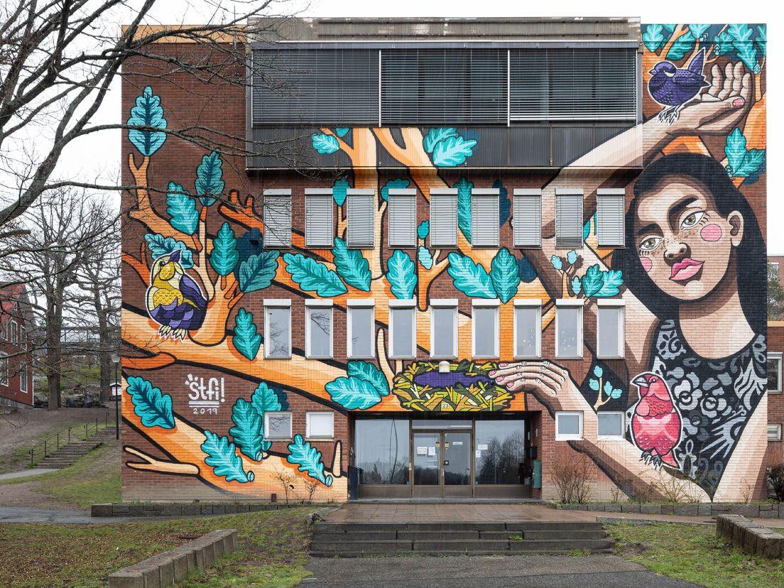 muralmålning på grenar