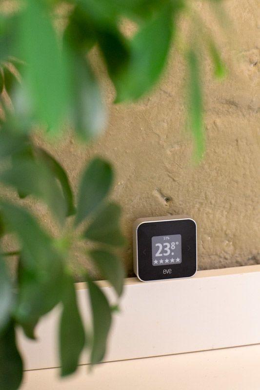 Luftkvalitetsmåler med info som vises i Homekit-appen.