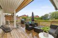 Boligen kan by på en romslig og koselig veranda med hageflekk