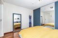 Soverommet er romslig med god plass til dobbeltseng