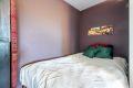 Plass for stor seng i stuen.