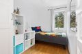 Soverom nr 2 er lyst, god plass til seng og garderobeskap
