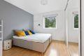 Leiligheten disponerer 3 soverom hvorav hovedsoverommet har mulighet til dobbeltseng og stor skyvedørsgarderobe.